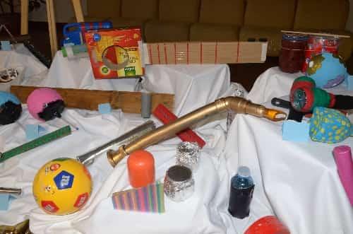 Instrumentos musicales confeccionados con materiales reciclables